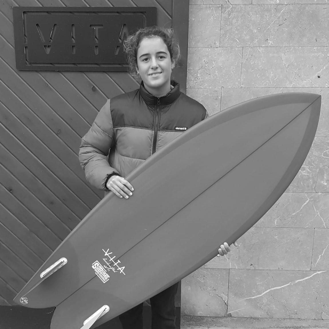 Daniela, surf para niños